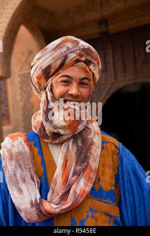 Marokko, Ouarzazate, Mann mit traditionellen Berber tribal Bekleidung - Stockfoto
