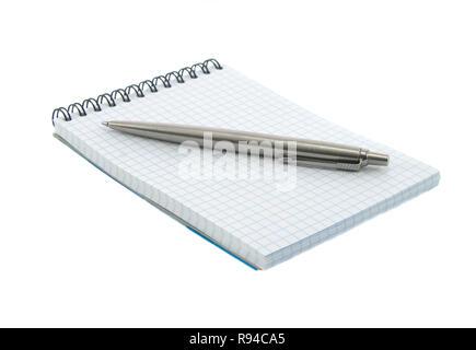 Close up noutbook und Stift auf sie isoliert über Weiß - Stockfoto