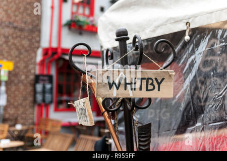 Holz- Whitby anmelden Garderobenständer - Stockfoto