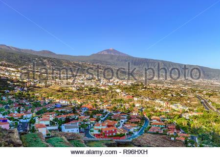 Blick über La Orotava von Mirador La Resbala in Richtung Teide, Teneriffa, Kanarische Inseln - Stockfoto