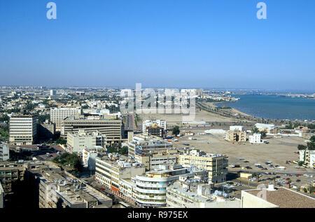 Blick nach Westen vom Zentrum von Kuwait City im Jahr 1991 - Stockfoto