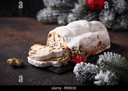 Traditionelle deutsche Weihnachtskuchen Stollen - Stockfoto