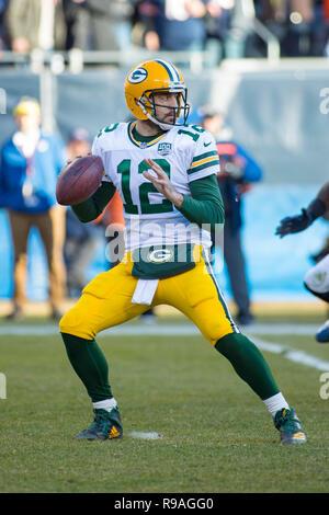 Chicago, Illinois, USA. 16 Dez, 2018. - Packers Quarterback #12 Aaron Rodgers in Aktion während der NFL Spiel zwischen den Green Bay Packers und Chicago Bears im Soldier Field in Chicago, IL. Fotograf: Mike Wulf Credit: Csm/Alamy leben Nachrichten - Stockfoto