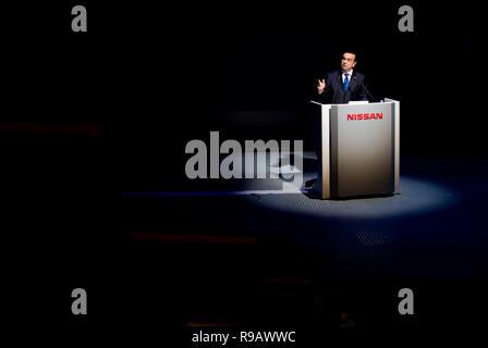 Carlos Ghosn, Präsident und CEO von Nissan Motor Co., gibt eine Rede im HQ des Automobilherstellers in Yokohama, Kanagawa Präfektur, Japan am 19. Oktober 2. - Stockfoto