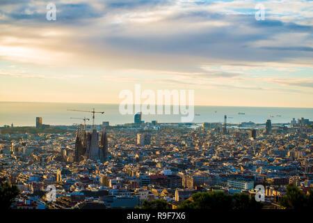 BARCELONA, SPANIEN - 24. November 2018: La Sagrada Familia im Bau. Es ist seitens der UNESCO-Weltkulturerbe von einem Künstler Anto - Stockfoto
