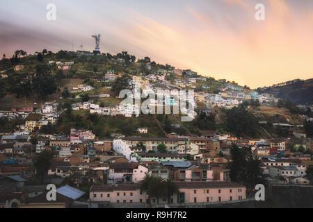 Virgen de Quito El Panecillo en Ecuador - Stockfoto