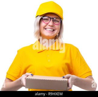 Foto des blonden Jungen Kurier in gelben T-Shirt auf sauberen, weißen Hintergrund - Stockfoto