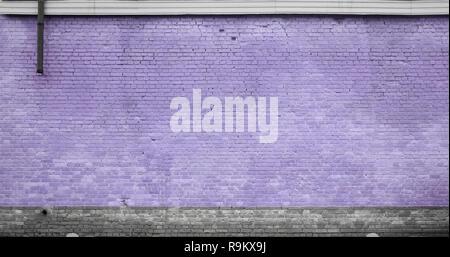 Die Textur der Mauer vieler Zeilen von Ziegeln in der violetten Farbe lackiert
