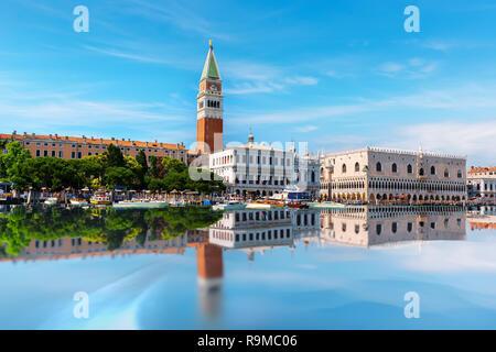 Schönen San Marco Platz mit dem Palast des Dogen und Campanile, Venedig - Stockfoto