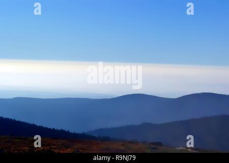 Blick vom Gipfel des Brockens im Nationalpark Harz - Stockfoto