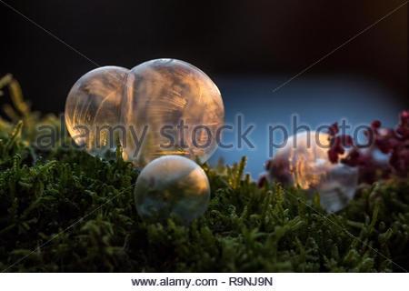 Seifenblase gefroren an einem kalten Wintertag - Stockfoto