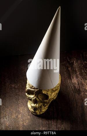Gold Schädel Narr von Fools Gold tragen dunce Cap gemacht - Stockfoto