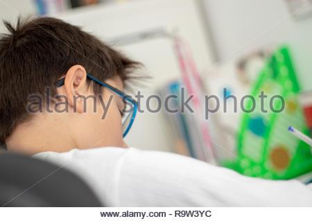 Junge studieren müde und gestresst - Stockfoto