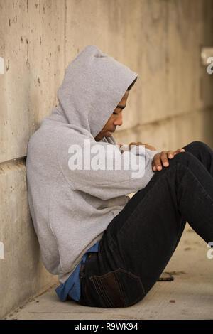 Portarit eines Afrikanische amerikanische Jugendliche deprimiert. - Stockfoto