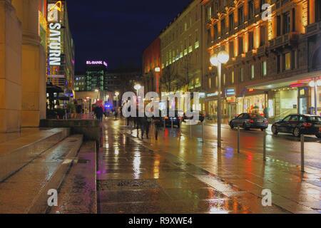 Stuttgart, Deutschland - Jan 05, 2018: Straße in Weihnachten und Silvester Abend - Stockfoto