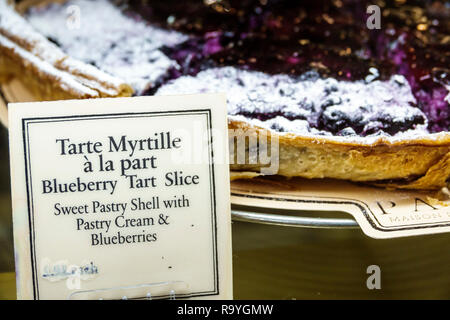Fort Ft. Lauderdale Florida Sunrise Sawgrass Mills Mall Paul Maison de Qualite Bäckerei Restaurant innen Anzeige Verkauf blueberry tart Schicht Dessert - Stockfoto