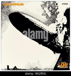 Zeppelin (1969) Led Zeppelin LP vordere Abdeckung Led mit einem stilisierten Foto des LZ 129 Hindenburg airship Brand von seinem Liegeplatz Dock. - Stockfoto