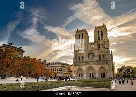 Notre-Dame de Paris auch als Kathedrale Notre Dame eine mittelalterliche Kathedrale auf der Île de la Cité im 4. arrondissement von Paris bekannt - Stockfoto