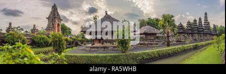 Traditionelle balinesische hindu Tempel Taman Ayun in Mengwi. Bali, Indonesien - Stockfoto