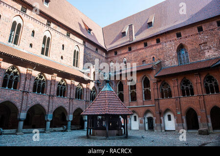 Inneren Kreuzgang, Malbork, UNESCO-Weltkulturerbe, Malbork, Polen, Europa - Stockfoto