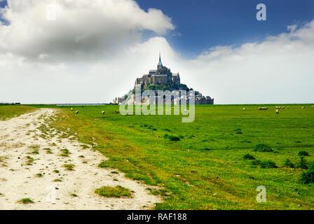 Panoramablick auf den berühmten Le Mont Saint Michele, Frankreich - Stockfoto
