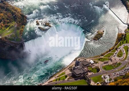 Eine Luftaufnahme der Horseshoe Falls, ein Teil der Niagarafälle. Die fällt die Grenze zwischen Amerika und Kanada straddle. - Stockfoto