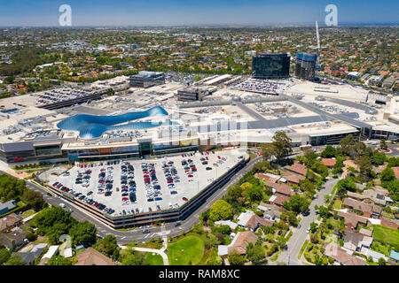 Melbourne, Australien - Dec 11, 2018: Luftaufnahme von Chadstone Shopping Centre und umliegende Wohngebiet. Es ist die größte Mall in Australien. - Stockfoto