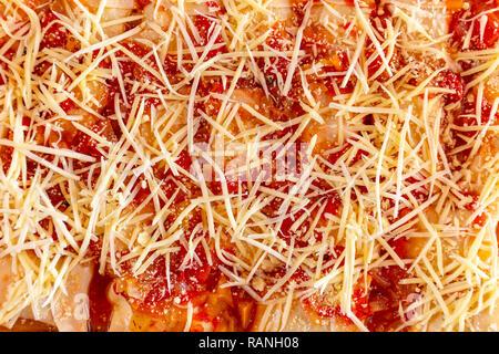 Lasagne gefüllt mit Ricotta Käse und Tomaten Sauce - Stockfoto