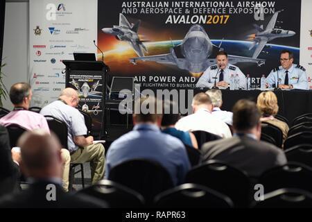 Geelong, Australien - US Air Force Generalleutnant Christopher Bogdan, Programm Executive Officer für die F-35 Lightning II, erörtert die Bedeutung der F-35 im Pazifik und wie wird es der nächsten Generation bieten Stealth und erhöhtes Situationsbewusstsein während der Australian International Airshow und Luftfahrt & Verteidigung Exposition (AVALON) Feb 28. AVALON 2017 ist ein ideales Forum zur Schau zu US-Flugzeuge und Anlagen, insbesondere die neuesten in der fünften Generation wie der F-22 Raptor und F-35 und es ist die größte und umfassendste Veranstaltung ihrer Art in der südlichen Hemis - Stockfoto