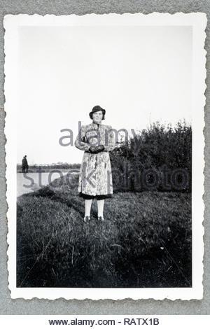 Erwachsene Frau lässig posiert für ein Portrait ca 1950 Holland - Stockfoto