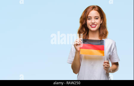 Junge schöne Frau mit Flagge von Deutschland über isolierte Hintergrund mit einem glücklichen Gesicht stehen und lächelnd mit einem selbstbewussten lächeln zähne - Stockfoto