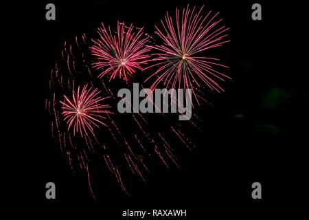 Neues Jahr Urlaub Feuerwerk am Ufer der Newa in St. Petersburg. - Stockfoto