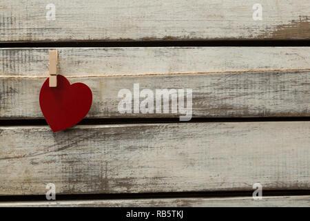 Herzform Dekoration aufhängen an Gewinde - Stockfoto