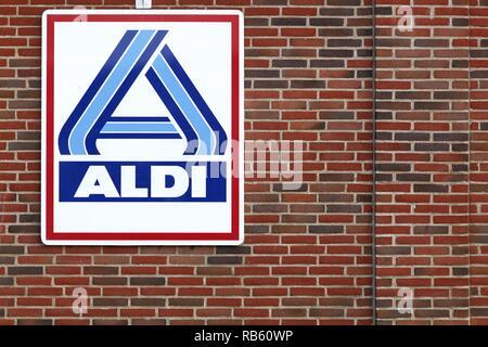 Skanderborg, Dänemark - 6 September, 2015: Aldi Logo auf einer Fassade. Aldi ist einer der weltweit führenden Discounter Kette mit über 9 000 Filialen - Stockfoto