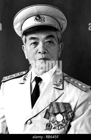 Vo Nguyen Giap (1911 - vom 4. Oktober 2013) Allgemein in der vietnamesischen Volksarmee und Politiker. Er zuerst zum Vorsprung wuchs während des Zweiten Weltkriegs, wo er als militärischer Führer der Viet Minh Widerstand gegen die japanische Besatzung Vietnam serviert. Giap war einer der wichtigsten Befehlshaber in zwei Kriegen: Der erste Indochina Krieg (1946-54) und der Vietnam Krieg (1954-1975). Er beteiligte sich an der folgenden historisch bedeutenden Schlachten: Lang Son (1950), Hoa Binh (1951-52), Dien Bien Phu (1954), der Tet-offensive (1968), die Ostern Offensive (1972), und der abschließende Ho Chi Minh Kampagne (1975). - Stockfoto