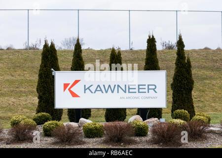 Ein logo Zeichen außerhalb einer Anlage von Kawneer in Bloomsburg, Pennsylvania besetzt, am 30. Dezember 2018. - Stockfoto