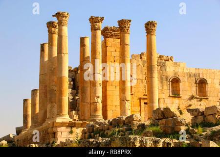 Tempel des Zeus in der antiken römischen Stadt Gerasa, modernen Jerash, Jordanien - Stockfoto