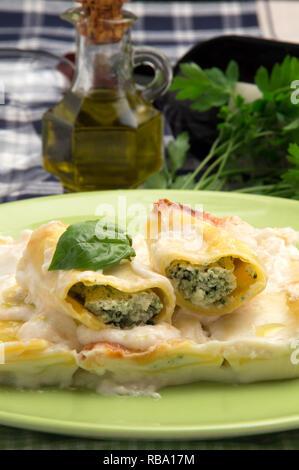 Italienisches Essen - Cannelloni - Stockfoto