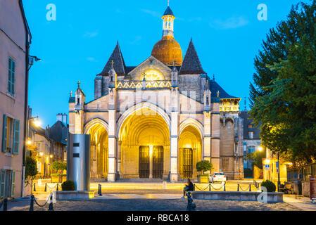 Frankreich, Bourgogne-Franche-Comte, Burgund, Côte-d'Or, Beaune. Die Basilika Notre Dame de Beaune. - Stockfoto