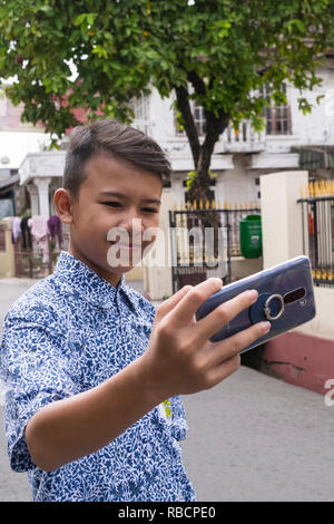 10.20 A, selfie, IndonesianBook - Stockfoto