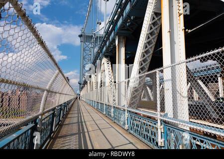 Manhattan Bridge Wanderweg in New York City - Stockfoto