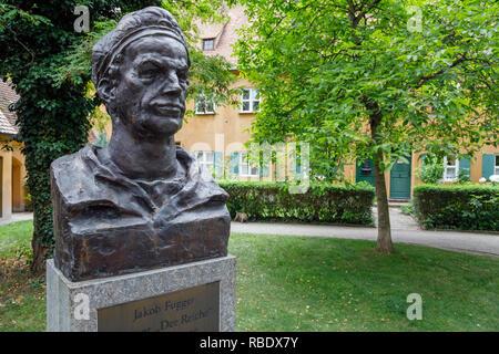 Büste von Jakob Fugger der Jüngere, der Begründer der Fuggerei, Augsburg, Schwaben, Bayern, Deutschland - Stockfoto