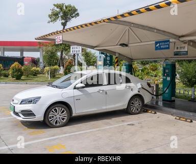 Elektrofahrzeug aufladen in China - Stockfoto