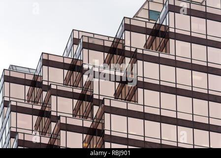 Architektonische Details der Queen Street East Tower in der Innenstadt von Toronto, Kanada - Stockfoto