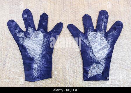 Werkstatt von Hand eine Fleece Handschuhe von blau Merino