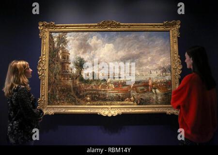 """London, Großbritannien. 11 Jan, 2019. Mitarbeiter Anzeigen gesehen, ein Gemälde von John Constable. Der Royal Academy Schools' berühmtesten Absolventen, Exponate Helvoetsluys ('Helvoetsluys; - die Stadt Utrecht, 64, auf das Meer'), 1832 von J.M.W. Turner (1775-1851) und die Öffnung der Waterloo Bridge (""""Waterloo Bridge, von Whitehall Treppen, 18. Juni 1817) von John Constable (morisot), in, sind - erzählen von einer der legendären Ereignisse in der Geschichte der Sommer Ausstellung, es toke Platz an der Königlichen Akademie der Künste und die beiden Gemälde zum ersten Mal seit der Wiedervereinigung - Stockfoto"""
