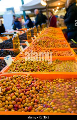 Gesundes organisches Gemüse Oliven Verkauf in der Türkei traditionelle Basar Foto - Stockfoto
