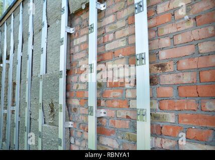 Brick House wand Reparatur- und Steinwolle oder Mineralwolle Dämmung. Außenwanddämmung - Energie sparen. - Stockfoto