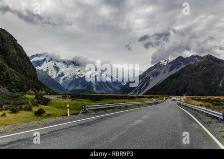 Malerische Straße in Mount Cook National Park, Neuseeland - Stockfoto