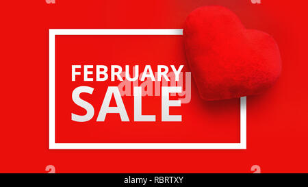 Happy Valentines Tag Verkauf Promo-Fahne. Ansicht von oben auf die Komposition mit Herzen auf rotem Hintergrund. Saisonale Angebot - Februar Verkauf - Stockfoto